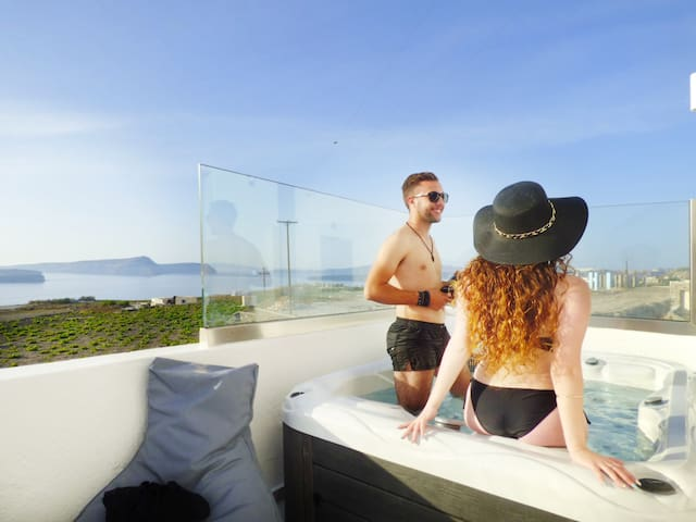 Two-Bedroom suite private hot tub and caldera view