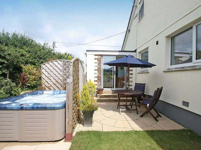 RESPRYN, with hot tub in Mevagissey, Ref 959219