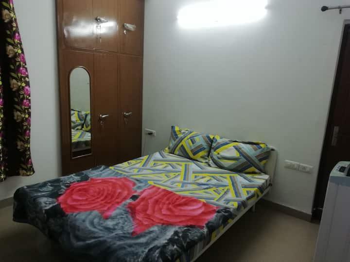 Cozy Private Bedroom in Ultra Modern Society