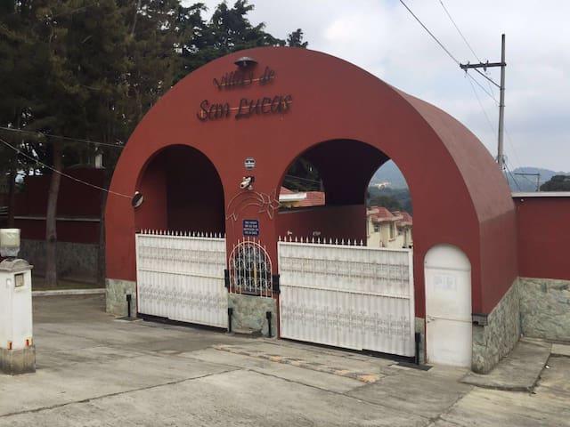 Casa La Orquidea - GT - House