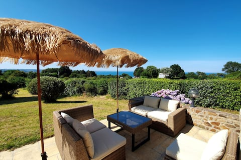 House with sea view, garden, walking beach, sauna