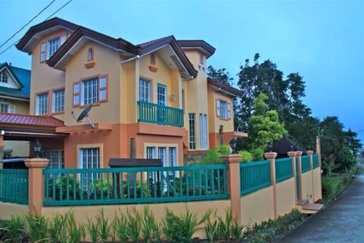 Charming Tagaytay Vacation Home
