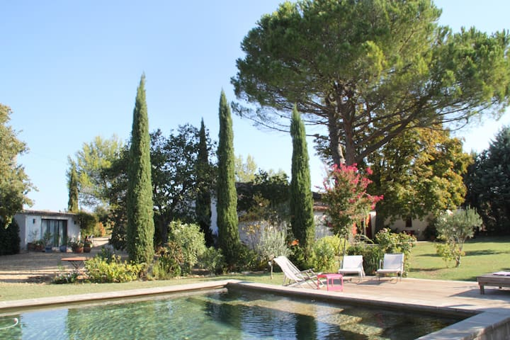 House of charm in the countryside near Aix en P