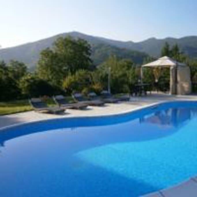 piscina con gazebo