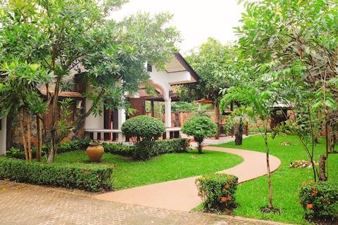 1000sqm Thai Style Teak Wood Villa 1000平米泰式柚木別墅