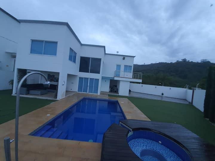 Hermosa casa campestre en Buga