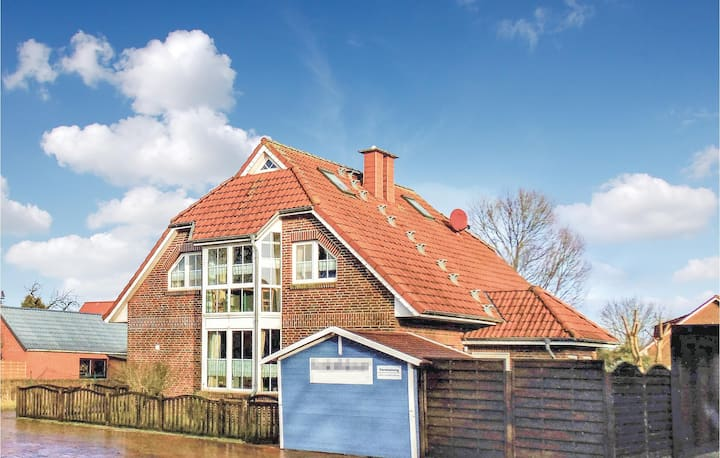 Stunning home in Wurster Nordseeküste with WiFi and 3 Bedrooms