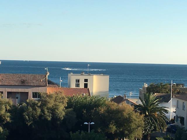 Studio avec très belle vue sur mer