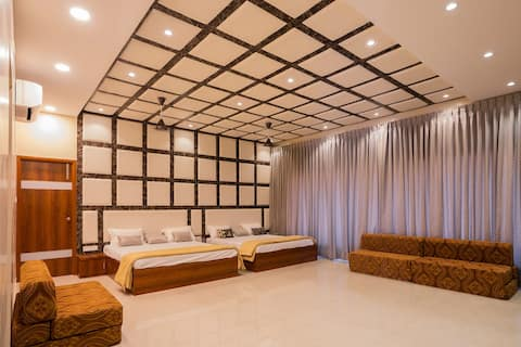 Srinamo Farms - Master Luxury Room