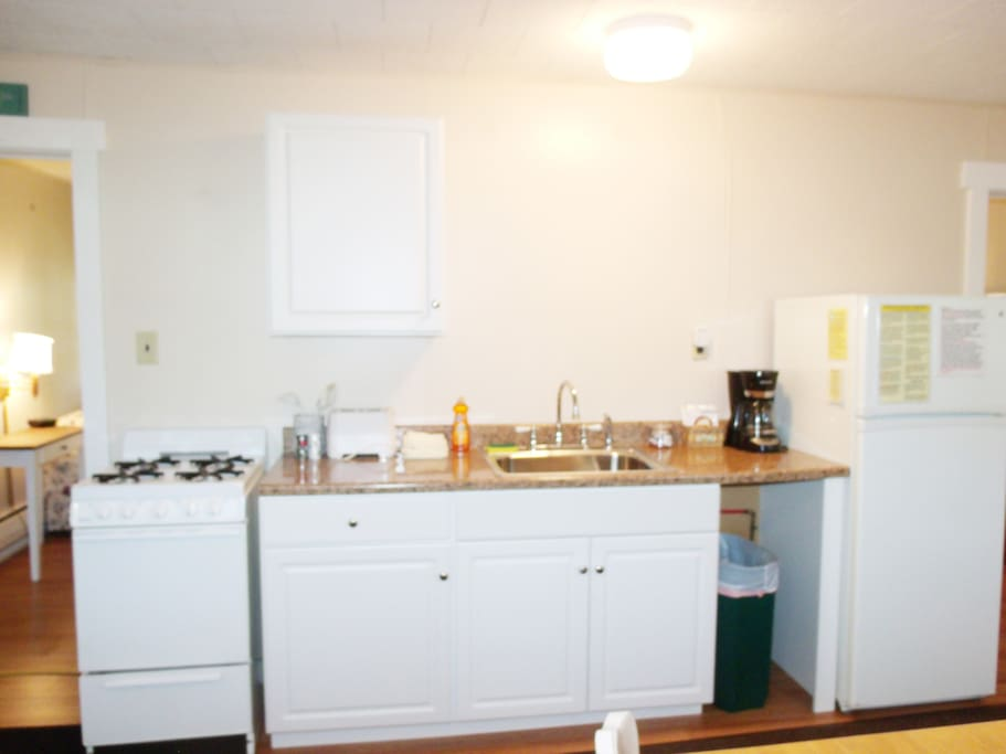 Full Size, Fully-equipped kitchen