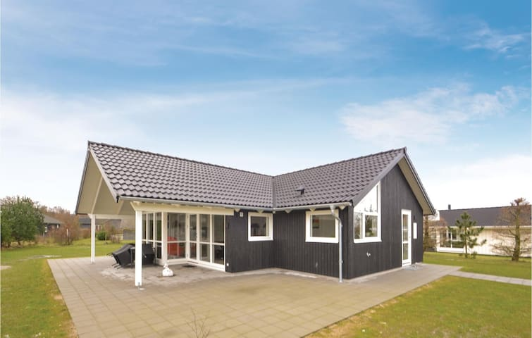 Holiday cottage with 3 bedrooms on 90m² in Glesborg