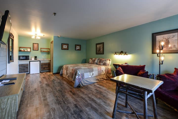 KR- kitchen Roomy - COMFORT - BUS to SDC - Close to Indian Point Marina! POOL!