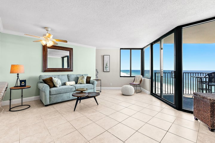 10th Floor Oceanfront condo with Shared Pool, Ocean View, and High-Speed WiFi!