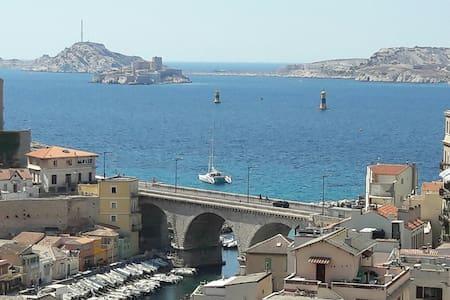 Vue sur le Vallon des Auffes splendide T3 - 75 m² - Marseille