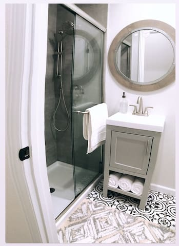 Minimalist Modern Guesthouse 2 Bedrooms 1 Bathroom
