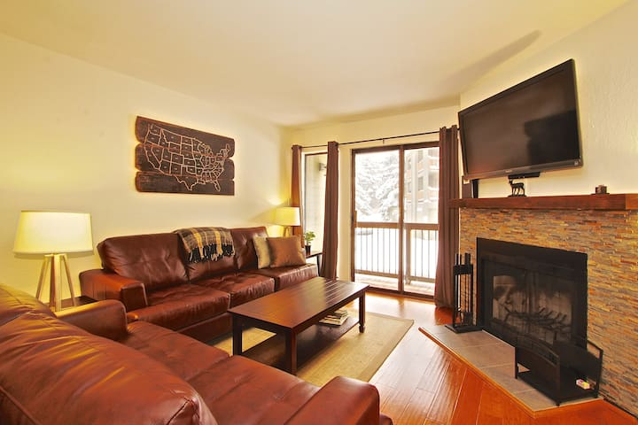 Walk to Lifts! Beautiful 1BD, Pool, Parking, Wifi