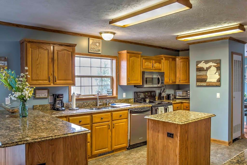 Prepare your favorite home-style meals in this fully equipped kitchen.