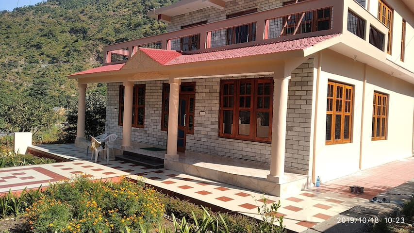 AKHIL FARM HOUSE for 2+Guests near Mandi Himachal