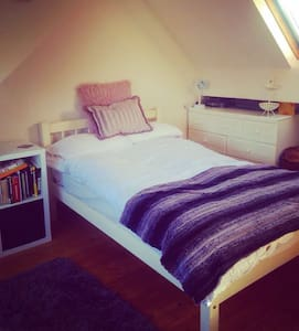 Spacious Double Room with Private Bathroom - Blackburn - 独立屋
