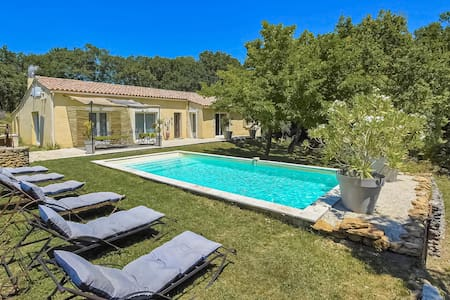 Holiday cottage with 5 bedrooms on 210m² in Grignan