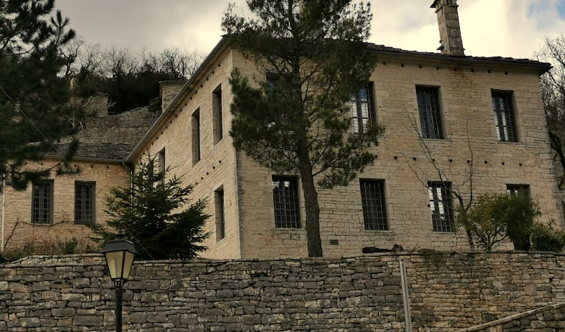 VILLA ZAGORI / THE SILVER HOUSE