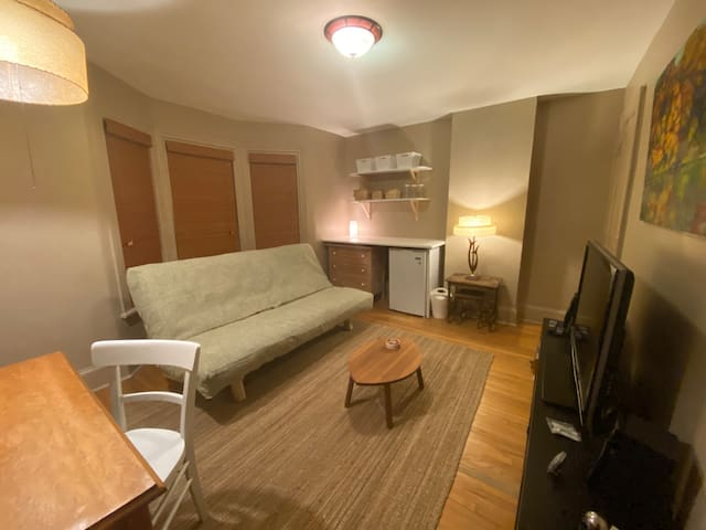 Large, Bright Room like a bachelor (women only)