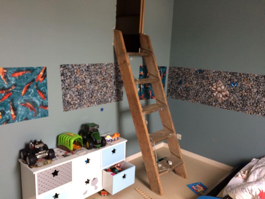 Chambre enfants avec cabane
