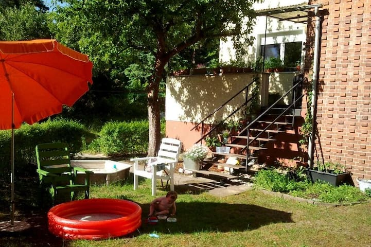 Family friendly apartment with garden near lake - Eichwalde - Appartement