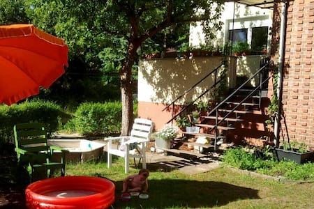 Family friendly apartment with garden near lake - Eichwalde - Lägenhet