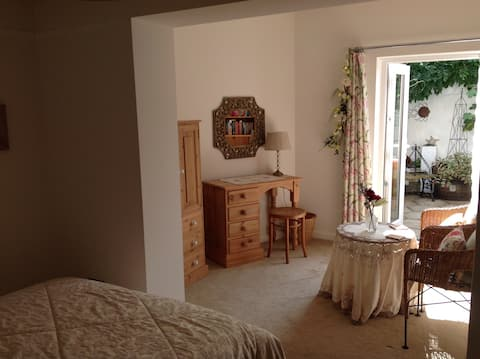 Charming suite on New Forest/Dorset/Hants border