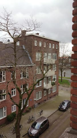 Cozy colourful room 10min cycle from City Centre - Rotterdam - Apartment