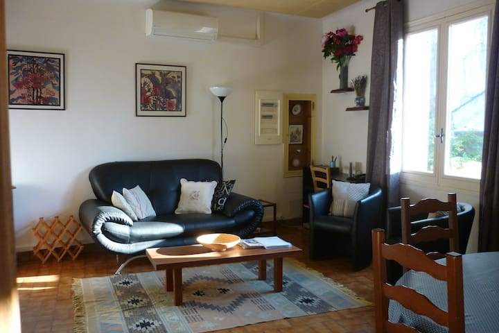 Spacious Lounge / Dining room with air conditioning and central heating