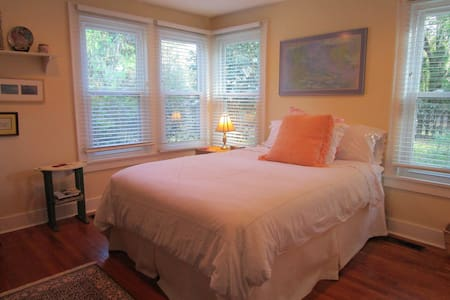 Charming Cottage near Historic Downtown Waterfront - Beaufort - Bed & Breakfast