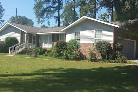 Nice 3 Bedrooms 2 bath 2 car garage close to Fort Jackson SC - Columbia - Casa
