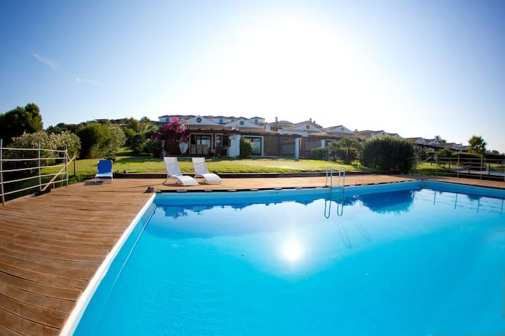 Villetta con piscina - Calasetta - Villa