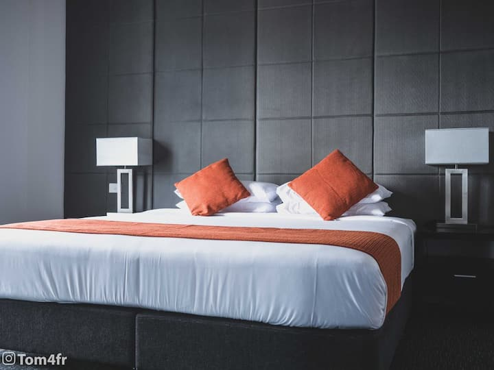 Boutique hotel - Cairns CBD Deluxe Room 2 guests