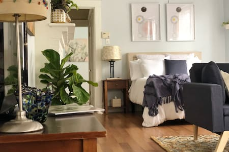 Chic Lower Garden District Apt - Perfectly Located