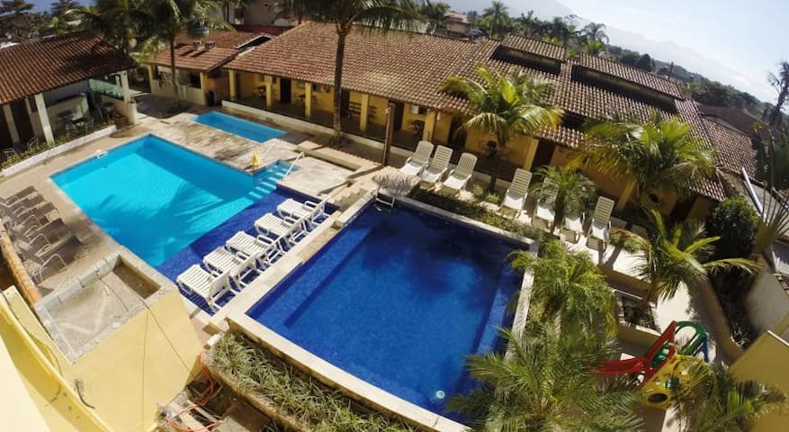 Pousada Costa da Riviera- Quarto Quadruplo - Bertioga - Bed & Breakfast