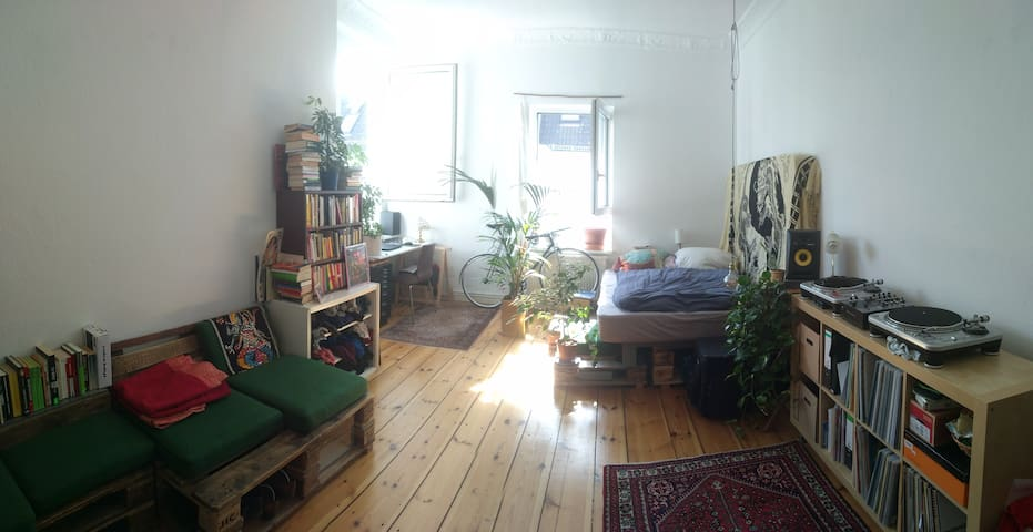 Big & light-filled vintage Room