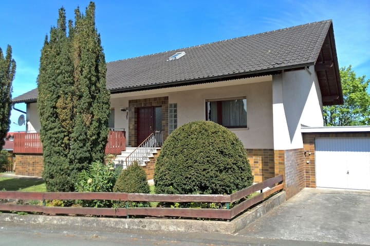 Confortevole casa vacanze nel suggestivo comune di Frankenau con sauna ad infrarossi