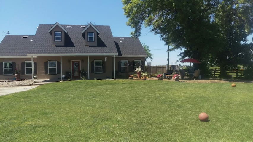 Country Charmer on Horse Property - Oakdale - Hus