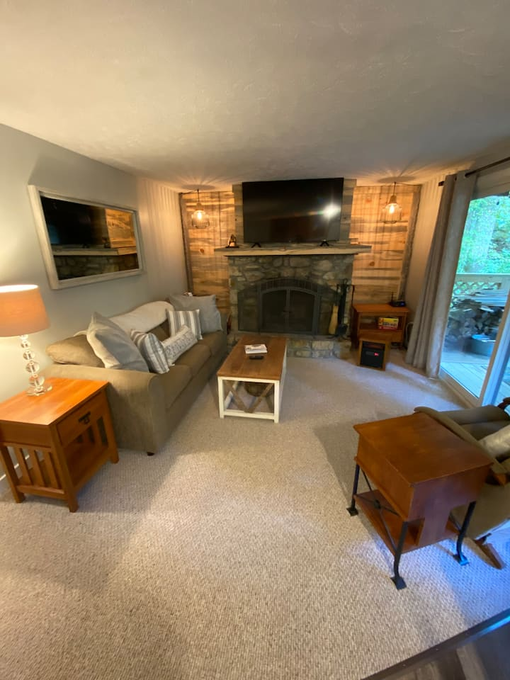 Cozy Condo 200 Yards from Sugar Mountain Lodge