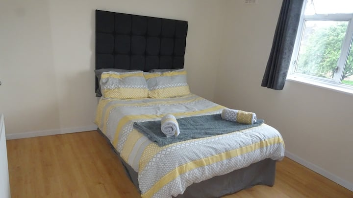 St Margaret's House - Spacious Double Room.