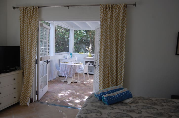 Little Bleu-New Private Garden Apt in Lovely Villa - Cruz Bay - Lägenhet