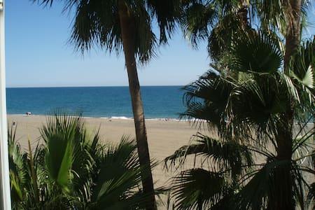 Spectacular views & fantastic location in Estepona - Estepona - Wohnung