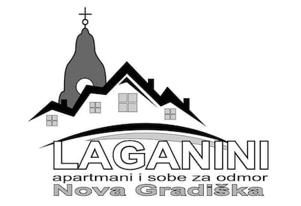 Soba 2 BLACK & WHITE, apartmani i sobe Laganini