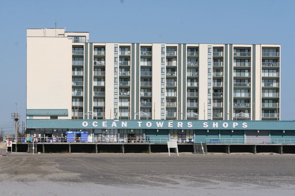 Ocean Towers South.  Only Wildwood Airbnb Right on the Beach!!