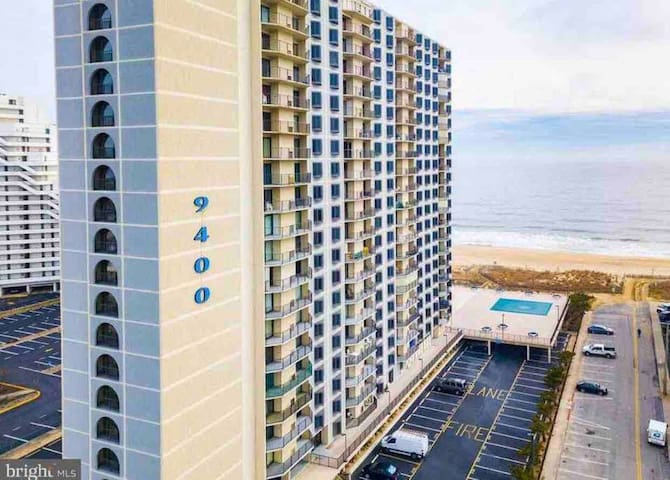 20th Floor Beach Front Condo with Panoramic Views