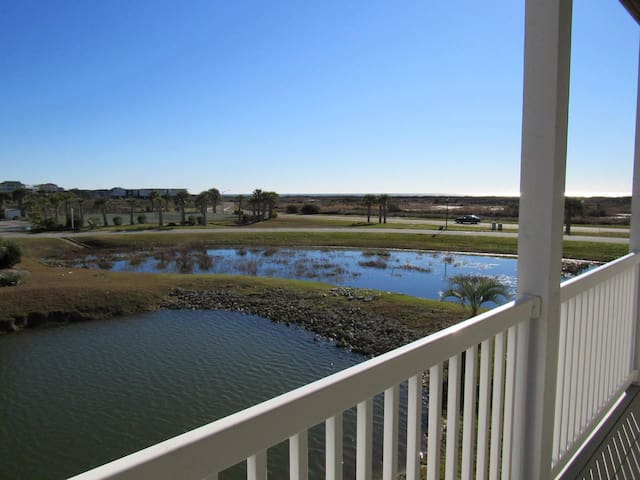 "Cottagevacations4u ""Island Dunes""- ocean view- pool club- 2 minutes walk to beach"