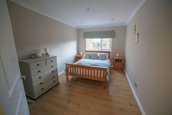Alnwick, entire 2 bedroom house with parking